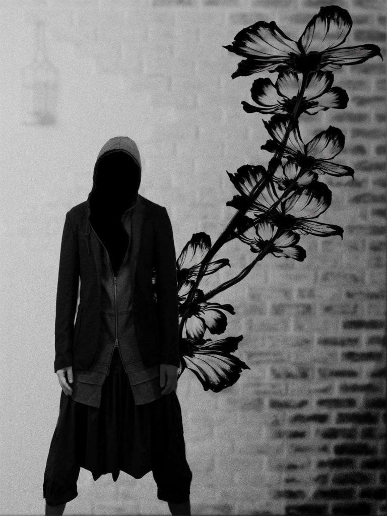 Faceless goth model MiDiom