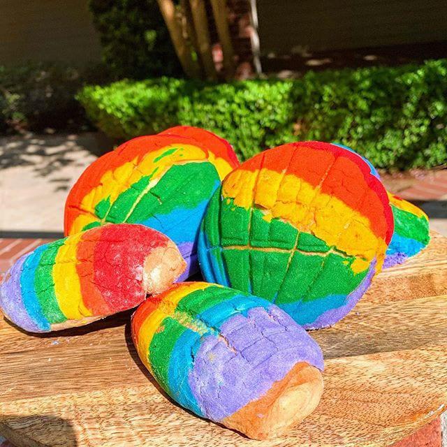rianbow concha from Reposteria Con Sabor a Mexico